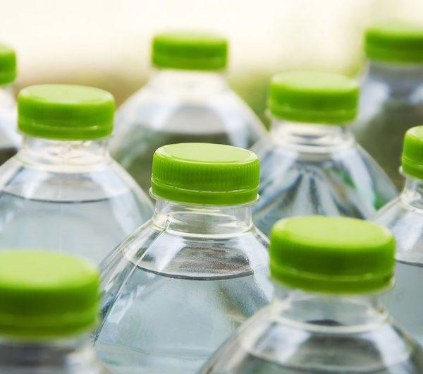 Chia sẻ bí quyết lựa chọn nước đóng bình an toàn đối với sức khỏe - ảnh 1